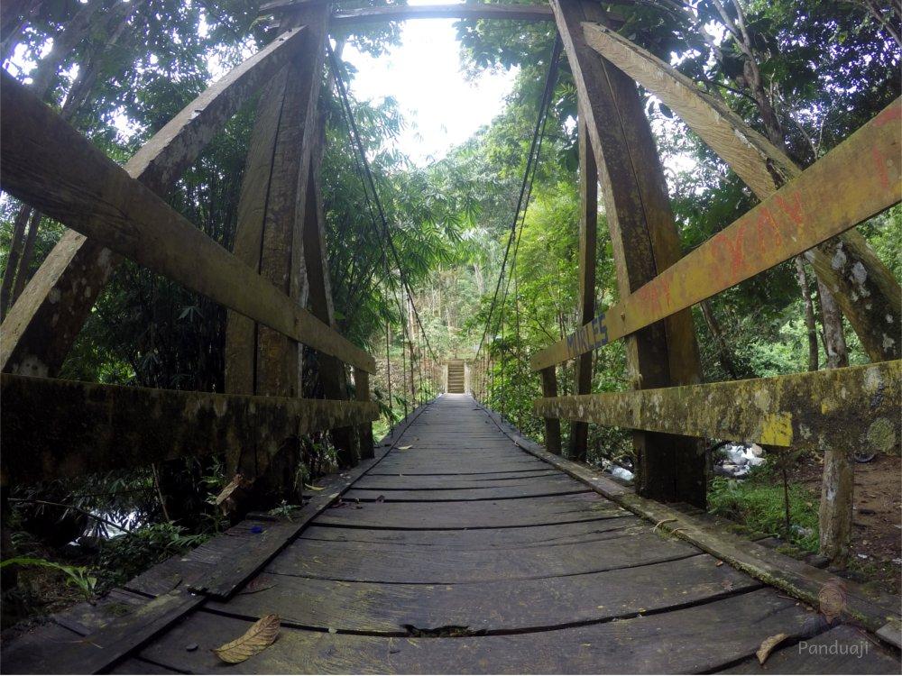 Jembatan Gantung ke Haratai